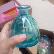多种彩色花瓶